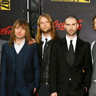 Maroon 5 in 2007 American Music Awards - Arrivals