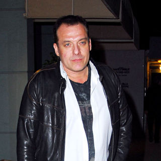 Tom Sizemore having a cigarette outside Mr Chow