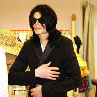 Michael Jackson - Michael Jackson shopping in Hollywood
