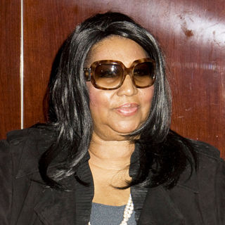 "Aretha Franklin in Autograph Signing for ""This Christmas"" CD"