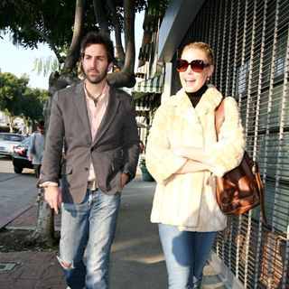 Josh Kelley, Katherine Heigl in Katherine Heigl Has A Spot of Lunch at Restaurant with Josh Kelley