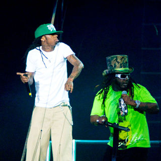 T-Pain, Lil Wayne in Lil Wayne and T- Pain performing live on stage at the WGCI Big Jam 2008