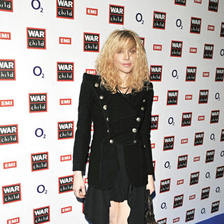 Courtney Love in Courtney Love arrives for the WarChild COldplay/Killers concert afor The 2009 Brit Awards