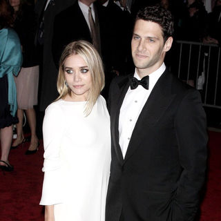 Ashley Olsen, Justin Bartha in 'The Model As Muse: Embodying Fashion' Costume Institute Gala - Arrivals