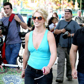 Britney Spears - Britney Spears visits London Zoo with her children