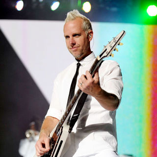 Tom Dumont, No Doubt in No Doubt Performing Live in Concert at The Air Canada Centre