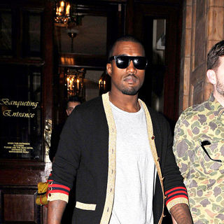 Kanye West - Kanye West Leaving His Hotel for A Night Out in London
