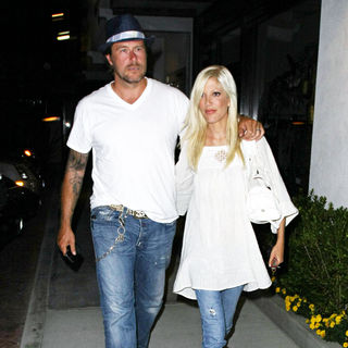 Dean McDermott, Tori Spelling in Tori Spelling and Dean McDermott Leave Nobu Restaurant