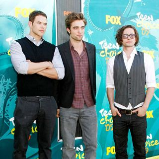 Kellan Lutz, Robert Pattinson, Jackson Rathbone in Teen Choice Awards 2009 - arrivals
