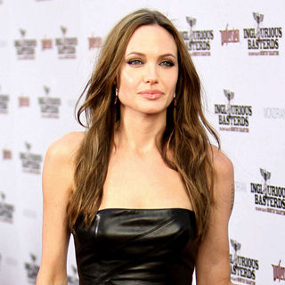 Angelina Jolie in Los Angeles Premiere of Inglourious Basterds - Arrivals