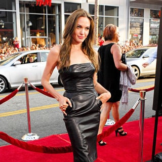 Angelina Jolie in Los Angeles Premiere of Inglourious Basterds Premiere - Arrivals