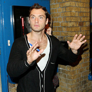 Jude Law - Jude Law Signs Autographs for Waiting Fans as He Leaves The Wyndham's Theatre
