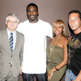 Philadelphia Eagles Quarterback, Michael Vick leaving Union Trust Steakhouse after enjoying an eveni - wenn2544152