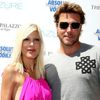 Tori Spelling, Dean McDermott in Tori Spelling and Dean McDermott host Absolut Saturday
