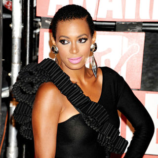 Solange Knowles in 2009 MTV Video Music Awards (VMA) - Arrivals