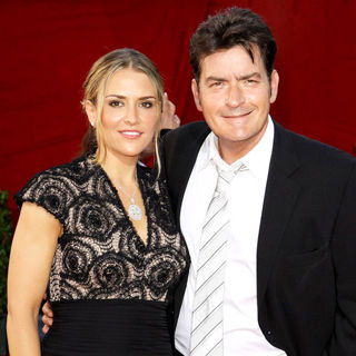 Brooke Mueller, Charlie Sheen in 61st Primetime Emmy Awards - Arrivals