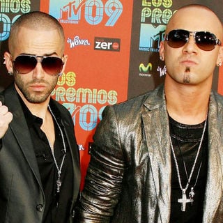 Wisin & Yandel in Los Premios MTV 2009 - Arrivals