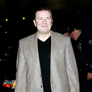 Ricky Gervais in Ricky Gervais outside the Ed Sullivan Theater for the 'Late Show With David Letterman'