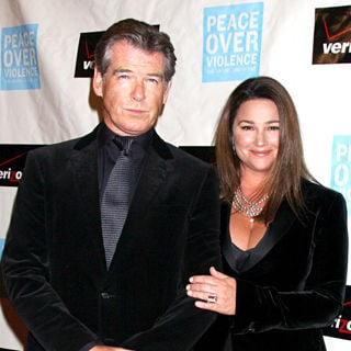 Pierce Brosnan, Keely Shay-Smith in Peace over Violence 38th Annual Humanitarian Awards - arrivals