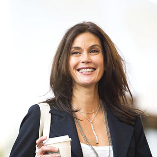 Teri Hatcher goes shopping