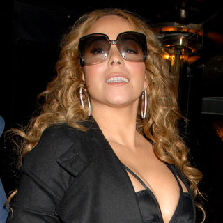 Mariah Carey in Mariah Carey Arriving at Her Hotel