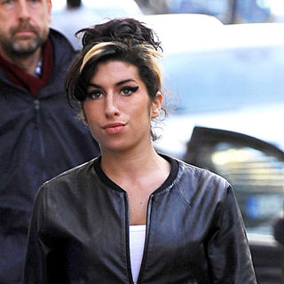 Amy Winehouse in Amy Winehouse picks ups some christmas wrapping paper, while out shopping