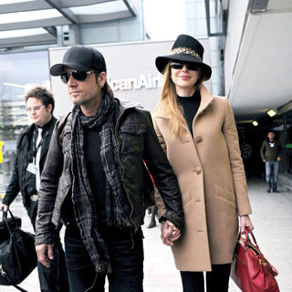 Nicole Kidman, Keith Urban in Keith Urban and Nicole Kidman arriving at Heathrow Airport