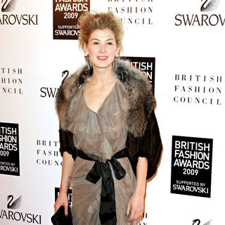Rosamund Pike in British Fashion Awards - Pressroom
