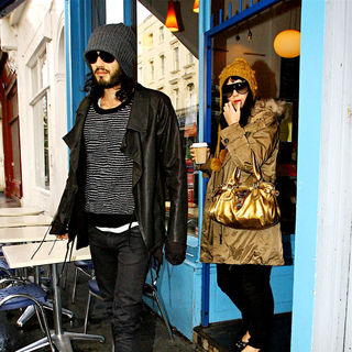 Katy Perry - Russell Brand and Katy Perry Leave A Cafe After Grabbing Coffee Together