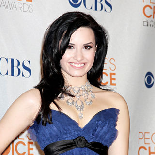 Demi Lovato - People's Choice Awards 2010 - Press Room
