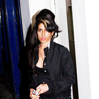 Amy Winehouse in Amy Winehouse leaving a bar in Great Compton Street, Soho with friends in the early hours