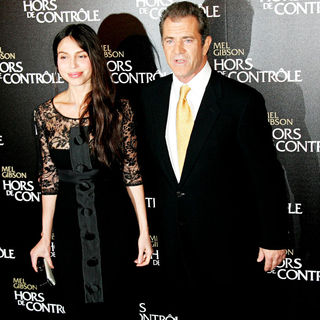Oksana Grigorieva, Mel Gibson in The 'Edge of Darkness' Premiere