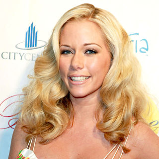 Kendra Wilkinson in Kendra Wilkinson and Hank Baskett host a Valentine's Day party