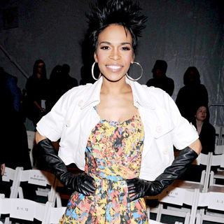 Michelle Williams (II) in Mercedes-Benz IMG New York Fashion Week Fall 2010 - Tracy Reese - Backstage