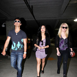 Joe Jonas - Demi Lovato and Joe Jonas go to Church
