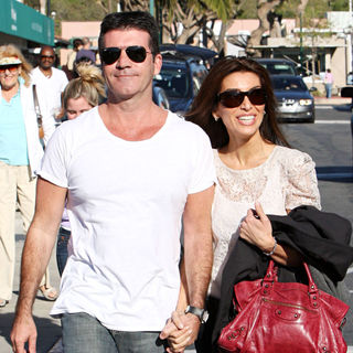 Simon Cowell - Simon Cowell and Mezhgan Hussainy Taking A Stroll in Cross Creek Malibu Holding Hands