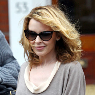 Kylie Minogue - Kylie Minogue Leaving Her Apartment to Head  to A Meeting