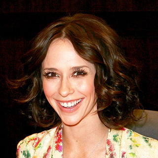 Jennifer Love Hewitt - Jennifer Love Hewitt signing copies of her book 'The Day I Shot Cupid'