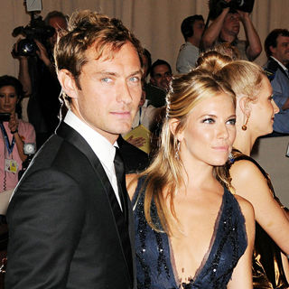 Jude Law, Sienna Miller in The Costume Institute Gala Benefit