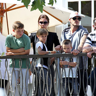 David Beckham, Victoria Adams in Watch The Jonas Brothers Perform Live at The Grove from A Balcony
