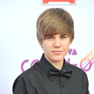 Justin Bieber - The Comet 2010 Awards - Red Carpet Arrivals