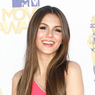Victoria Justice in 2010 MTV Movie Awards - Arrivals