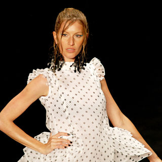Gisele Bundchen in Sao Paulo Fashion Week Summer 2011