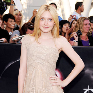 Dakota Fanning in 2010 Los Angeles Film Festival - Premiere of 'The Twilight Saga's Eclipse' - Arrivals