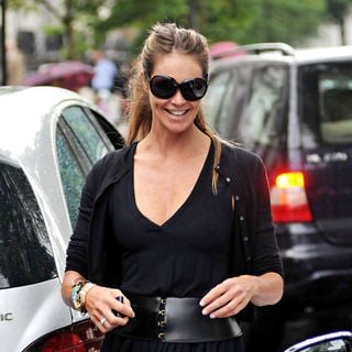 Elle MacPherson AfterTaking Her Children to School