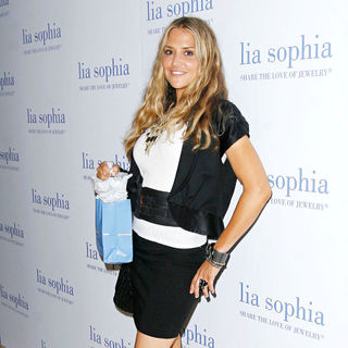 Brooke Mueller in Lia Sophia Previews 'The Lanaya II' Collection Cocktail Party
