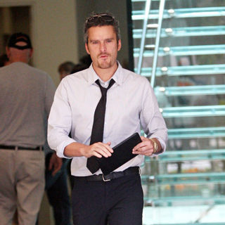 Balthazar Getty Leaves The Apple Store