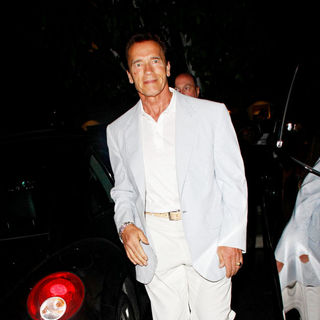 Arnold Schwarzenegger in Arnold Schwarzenegger Arriving at Tra Di Noi Restaurant in Cross Creek
