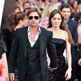 Brad Pitt, Angelina Jolie in The L.A. Movie Premiere of 'Salt' - Arrivals