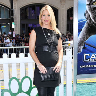 "Christina Applegate in Los Angeles Premiere of ""Cats & Dogs: The Revenge of Kitty Galore"""